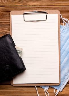 Het concept van financiering en krediet. portemonnee met geld