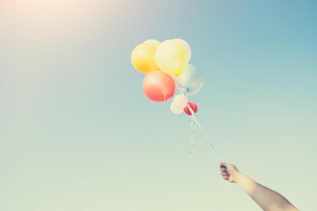 Het concept van gelukkige verjaardag in de zomer en bruiloft huwelijksreis partij.