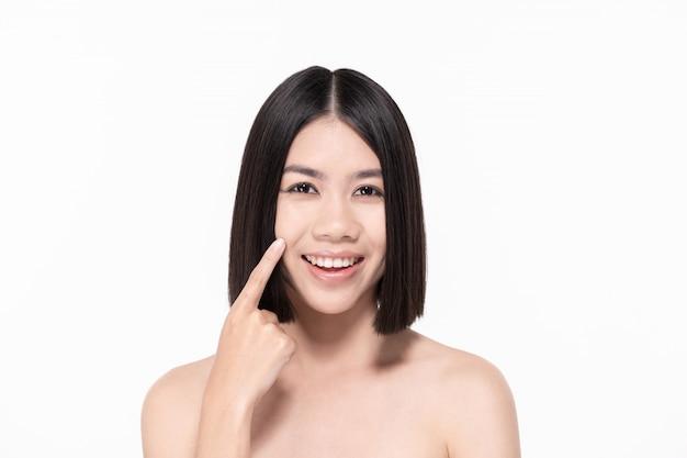 Het concept van gezonde mooie vrouw. mooie vrouwen zorgen voor de gezondheid van de huid. mooi meisje