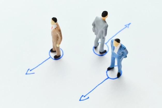 Het concept van het kiezen van een ander pad in werk en zaken