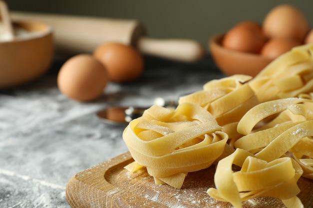 Het concept van het koken van smakelijke deegwaren, sluit omhoog