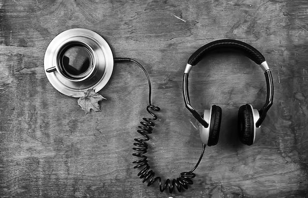 Het concept van het luisteren naar audioboeken in het leerproces