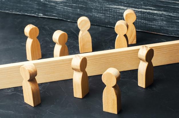 Het concept van het misverstaan van een barrière in relaties ontkenning van de samenleving