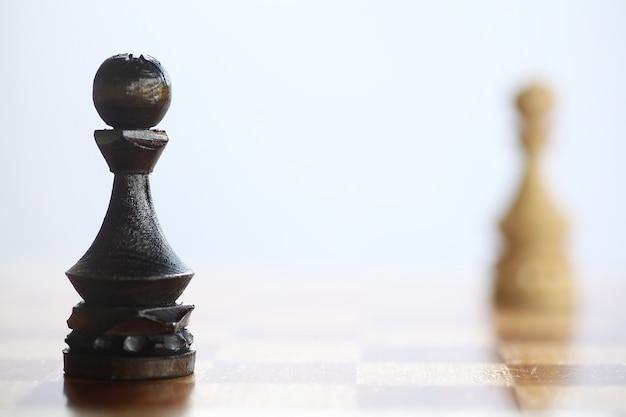 Het concept van het schaakspel bij de gedachten van het slagveld
