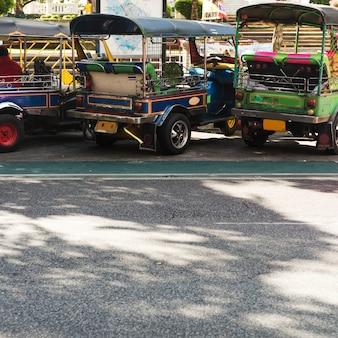 Het concept van het voertuig van tuk-tukthailand