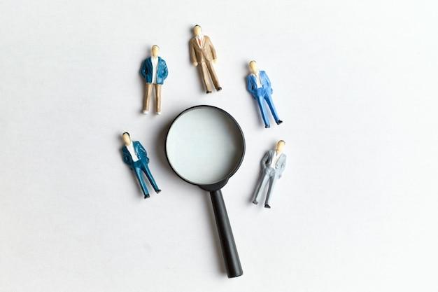 Het concept van het zoeken naar werknemers in het bedrijfsleven en naar werk.