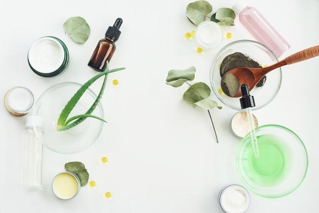 Het concept van kuuroordcosmetische producten, achtergrond met een ruimte voor een vlakke tekst, legt hierboven, mening van. ingrediënten voor een hydraterend, voedend, anti-aging rimpel gezichtsmasker. zelfgemaakte schoonheidsproducten concept
