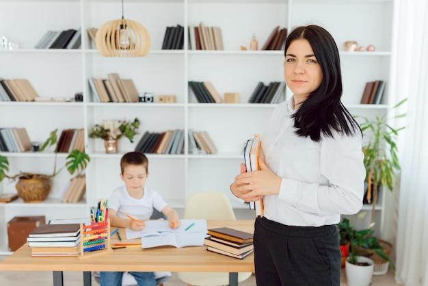 Het concept van privélessen en huiswerk