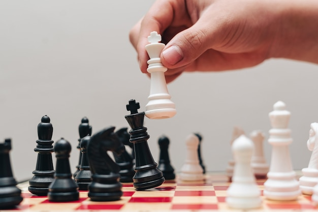 Het concept van strategie in zaken met een schaakbord