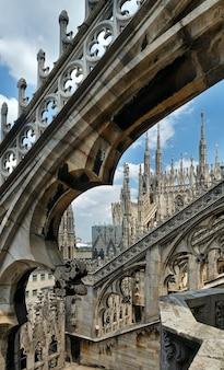 Het dak van de kathedraal van milaan (of duomo di milano)