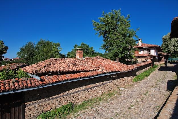 Het dak van het vintage huis in het dorp zheravna in bulgarije