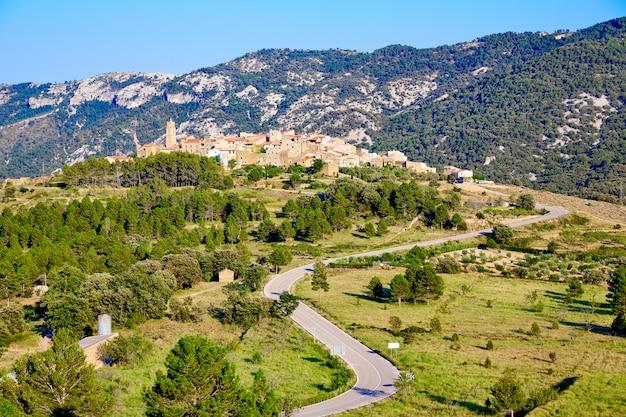 Het dorp el ballestar in het gebied tinenca de benifassa
