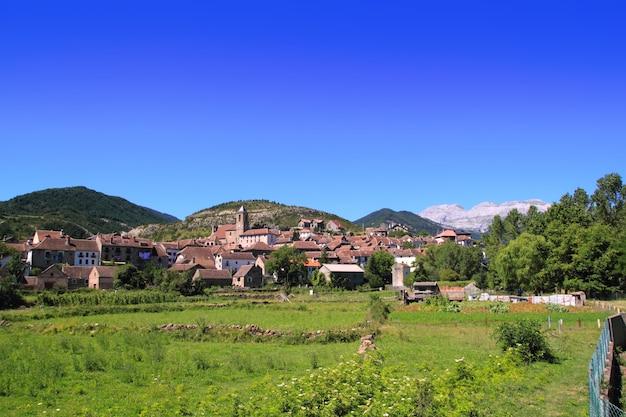 Het dorp van hecho in de pyreneeën aragon huesca spanje
