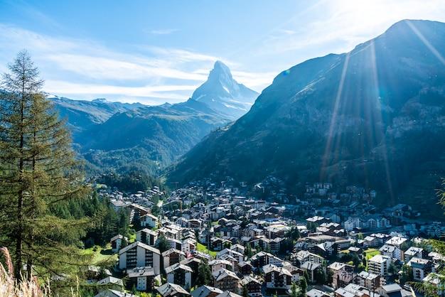Het dorp van zermatt met achtergrond matterhorn