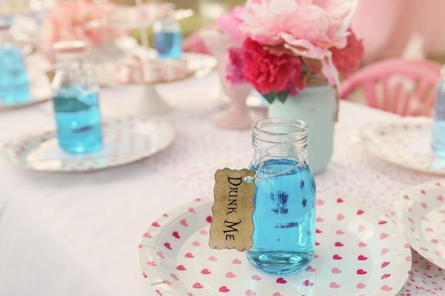 Het drankje 'drink me', alice in wonderland tea py thema