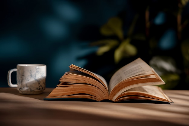 Het drinken van koffie en het lezen van boekconcept. warme koffiekopje en geopende boek op tafel. gezellig wonen
