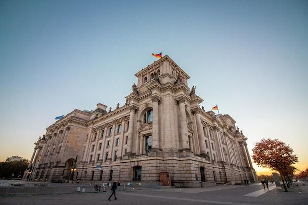 Het duitse parlementsgebouw in berlijn.