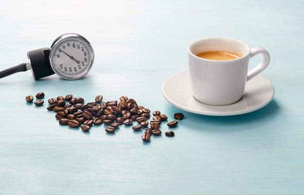 Het effect van koffie op de menselijke bloeddruk.