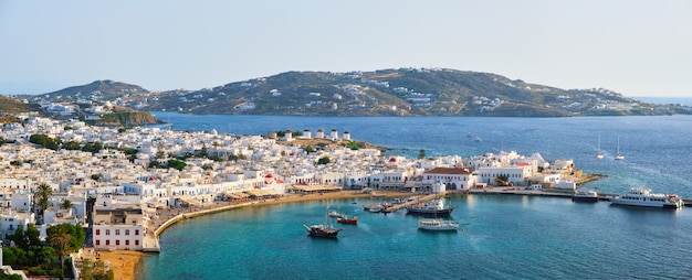 Het eilandhaven van mykonos met boten, de eilanden van cycladen, griekenland