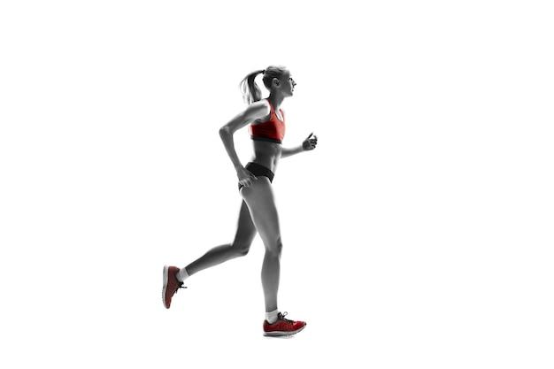 Het ene blanke vrouwelijke silhouet van runner rennen en springen op witte studio achtergrond. de sprinter, jogger, oefening, training, fitness, training, jogging concept.