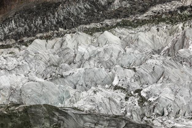 Het enorme gebied van het gletsjerijs in bergen