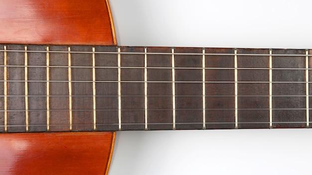 Het fragment van klassieke gitaarclose-up. muziekinstrument