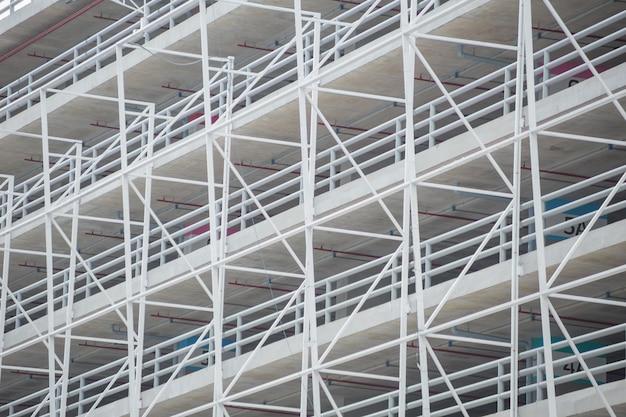 Het frame van het architectuurmetaal de bouwstructuur van autoparkeerplaats