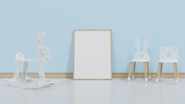 Het frame wordt naast de blauwe muur geplaatst. aan de zijkant staan banken en kinderstoelen.
