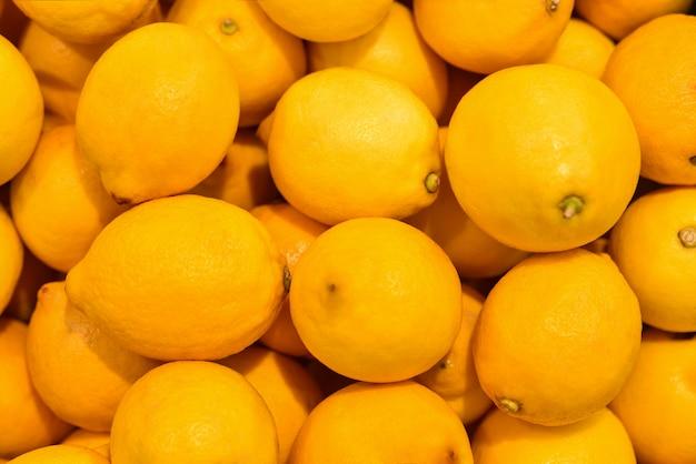 Het fruit verse gele citroenen van het voedsel, achtergrond. vers citroenpatroon voor verkoop in markt