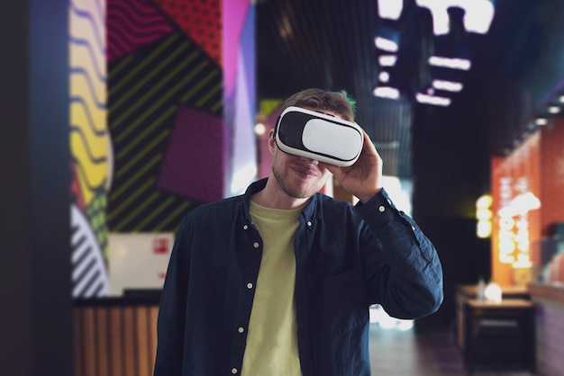Het gebruik van moderne technologie vr-bril, virtual reality googles