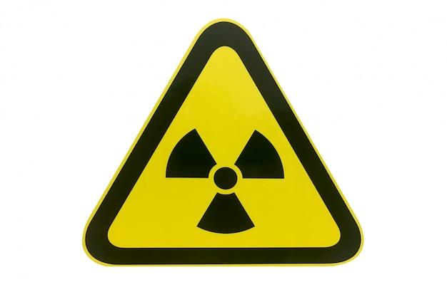 Het gevaarsteken van de nucleaire stralingwaarschuwing dat op witte achtergrond wordt geïsoleerd.