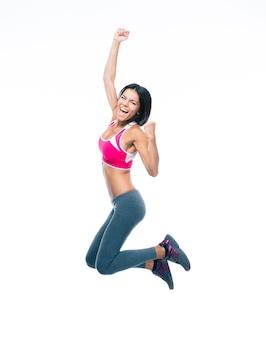 Het glimlachende sportieve vrouw springen