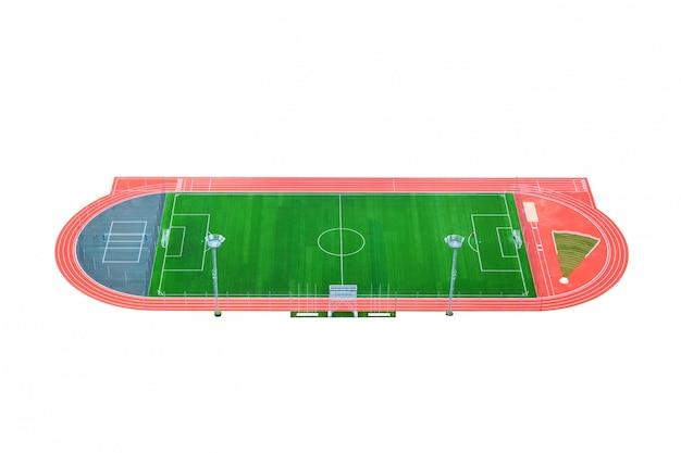 Het groene voetbalveld met looppad geïsoleerd op een witte achtergrond.