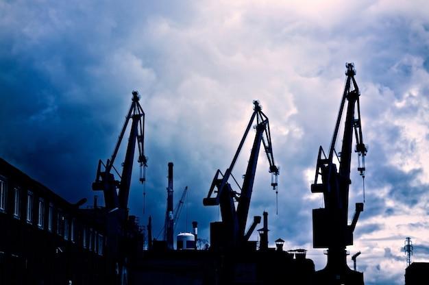 Het halen van machines olie