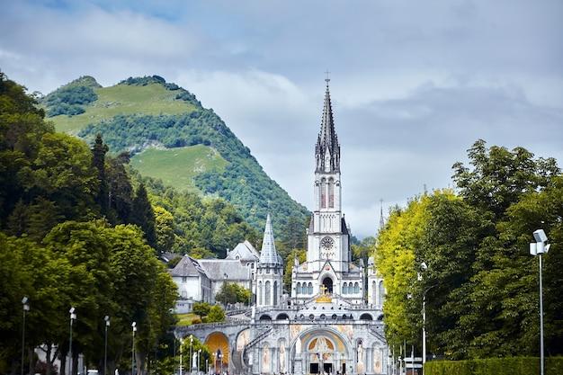 Het heiligdom van onze-lieve-vrouw van lourdes of het domein occitanie, frankrijk