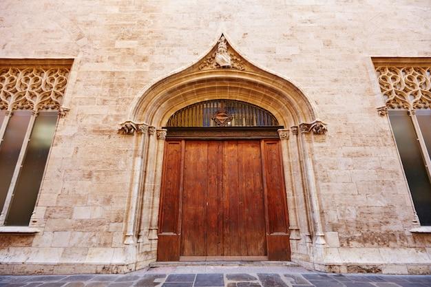 Het historische gebouw van valencia la lonja de seda