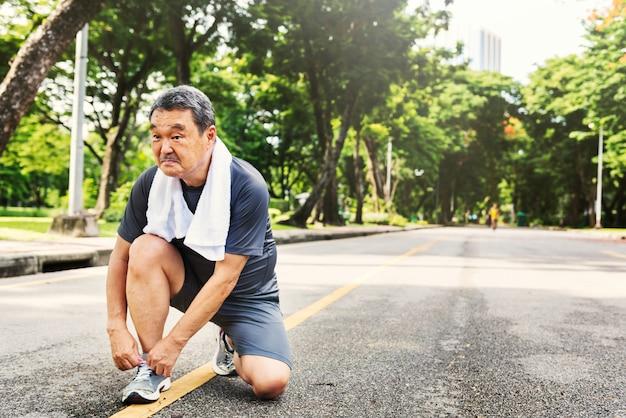 Het hogere volwassen concept van de de sportactiviteit van de jogging lopende oefening