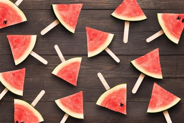 Het hoogste roomijs van de meningswatermeloen op de houten achtergrond
