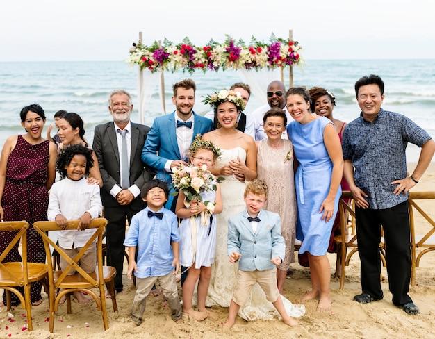 Het huwelijksdag van het jonge kaukasische paar
