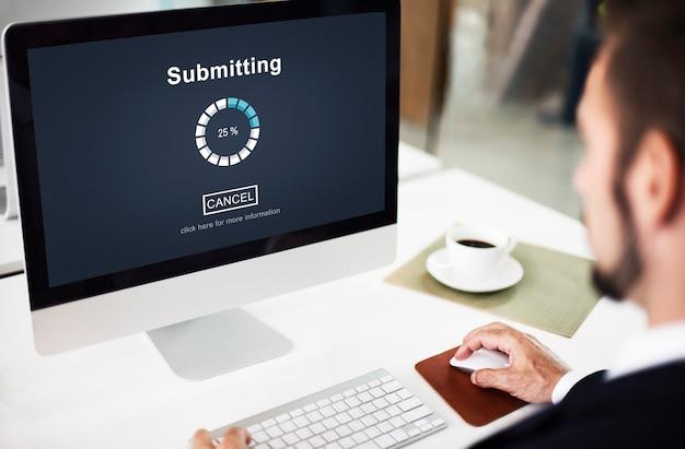 Het indienen van online internet laden voortgang website concept