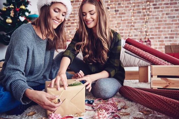Het is een geweldige kersttijd met een vriend