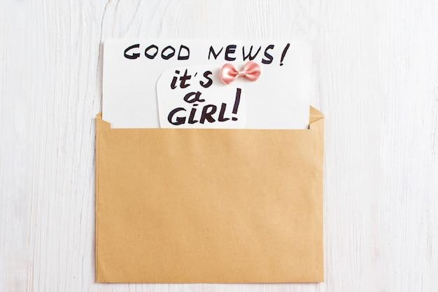 Het is een meisjeskaart in bruine envelop
