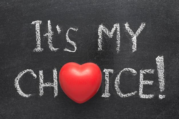 Het is mijn keuze uitroep handgeschreven op bord met hartsymbool in plaats van o