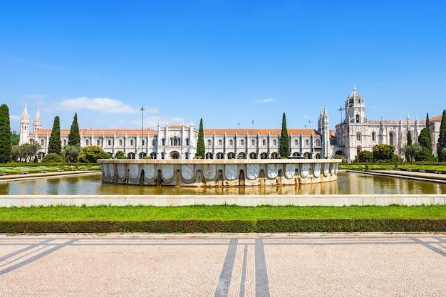 Het jerónimos-klooster of hieronymites-klooster bevindt zich in lissabon, portugal