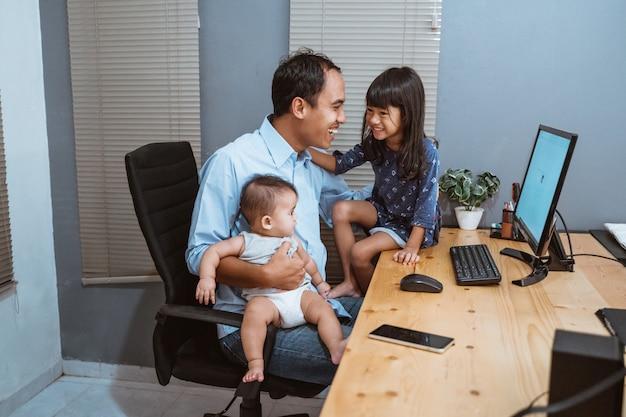 Het jonge mensenwerk vanuit huis