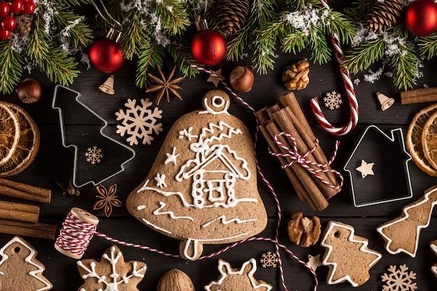 Het kerstmisstilleven met traditionele peperkoekkoekjes streeft na