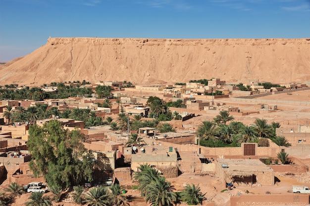 Het kleine dorp in de woestijn van de sahara, algerije