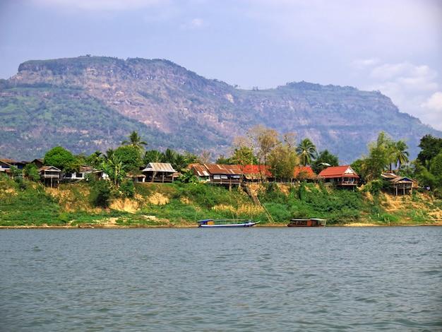 Het kleine dorpje aan de mekong rivier, laos