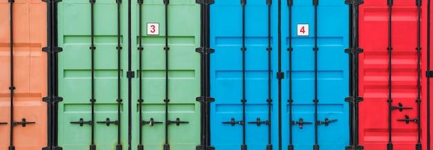Het kleurrijke logistieke centrum van opslagcontainers