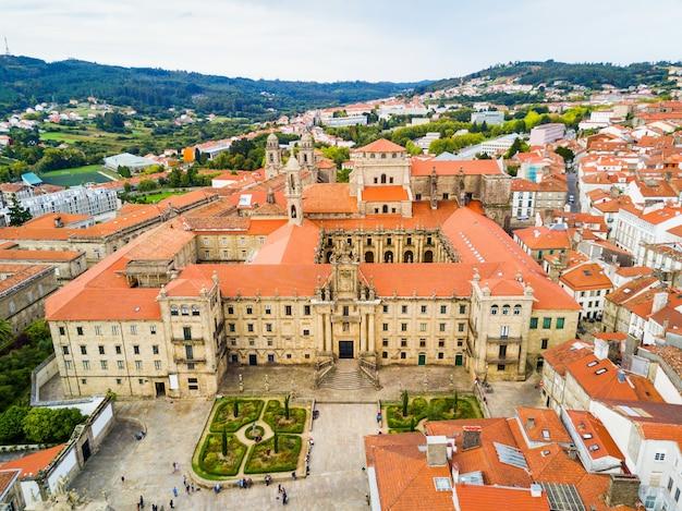 Het klooster van san martino pinario (mosteiro de san martin pinario) luchtfoto panoramisch uitzicht in santiago de compostela stad in galicië, spanje
